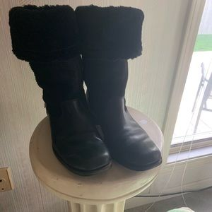 Ugg Black leather and sheepskin winter boots